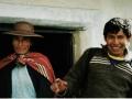 Projektmitarbeiter Nely, verantwortlich für die Herstellung von Salben aus medizinischen Kräutern, die im Projektgarten angebaut werden, und Ivan und Ivan